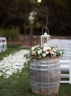 46 Cozy Backyard Wedding Decor Ideas For Summer This barrel floral display with lanterns is a simple and beautiful summer DIY wedding decor. This would look beautiful at a ceremony and reception. Barris, Country Wedding Decorations, Ceremony Decorations, Marriage Decoration, Table Decorations, Rustic Chic, Wedding Events, Wedding Ceremony, Wedding Table