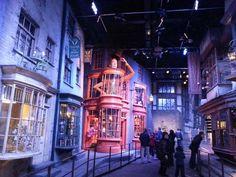 「ハリーポッター」シリーズの撮影スタジオ「ワーナー・ブラザース・スタジオ」。in LONDON