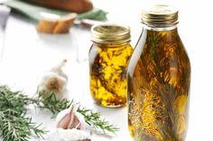 Créez des huiles aromatisées et stockez les dans un de nos doseurs d'huile easy press pour bénéficiez d'une bonne conservation et de la juste dose de l'huile! #cuisine #diy #recette