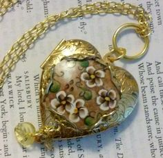 """Locket """"Floral Heart"""" Vintage Necklace by DreamAddict on Etsy"""