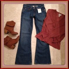 "⚡️SALE⚡️LUCKYBrand Sweet N' Low Flare Jean NWT HURRY LOWEST PRICEFINAL REDUCTIONThese BRAND NEW with tag, Lucky Brand size 24, Short length jeans are the Sweet N' Low flare, that's one of my ❤️ fave Lucky styles. They have the zip fly, and have never been worn and are ready for a home.*Measurements*-Inseam 30"" ; Rise 7.5"" ; Bottom Leg Openings 10"" Lucky Brand Jeans"