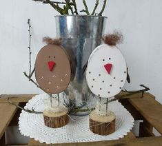 These cute chickens are a little highlight in every Easter decoration. - These cute chickens are a little highlight in every Easter decoration. Easter Art, Easter Crafts, Easter Bunny, Easter Eggs, Spring Projects, Spring Crafts, Holiday Crafts, Diy Crafts To Do, Cute Crafts