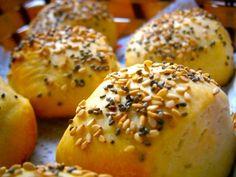 Pancitos de Manteca Pan Relleno, Bagel, Bread Recipes, Gluten Free, Baking, Food, Digital Camera, Drinks, Savory Muffins
