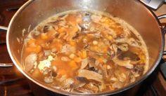 Zimná polievka s cícerom a hubami