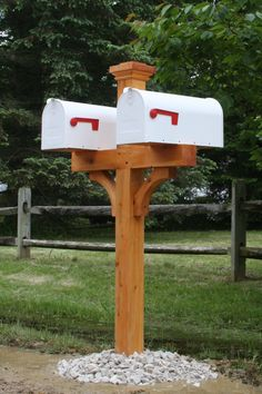 double cedar mailbox post with 2 white mailboxes - landscaping Cedar Mailbox Post, Wooden Mailbox, New Mailbox, Wooden Diy, Mailbox Ideas, Mailbox Designs, Rural Mailbox, Farmhouse Mailboxes, Wood