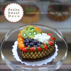 Miniature Vanilla Cake with Assorted Fruits Toppings Magnet - Heart  Shaped - Faux Food - Miniature Dollhouse - Petite Sweet Deco