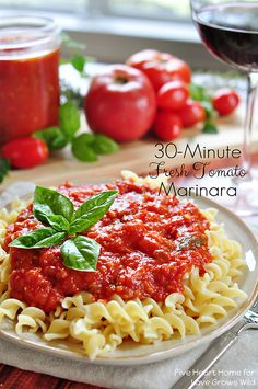 30 minutes is all you need to make a delicious fresh tomato marinara sauce! Perfect for pizza, pasta, and more! | LoveGrowsWild.com