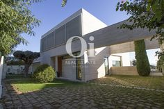 Stunning house for family at Maresme, Barcelona. 858 m2, 4 bedrooms, 3 bathrooms and a big green area with pool included. Near beach and golf courses.