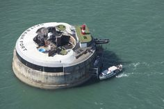 This year-old British fort has been turned into a luxury retreat. The Spitbank Fort Hotel is one mile outside of Portsmouth Harbor in Hampshire. Zombies, Inflatable Floating Island, Zombie Apocalypse Survival, Island Resort, Survival Skills, Survival Gear, Homestead Survival, Survival Shelter, Survival Guide