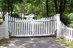 Get these fence gate design ideas for your home's main gate to make your home protected. Read the article and get your fence gate ideas.