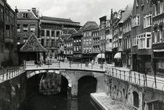 Gezicht op de Vismarkt te Utrecht, met links de Kalisbrug. Catalogusnummer  500730