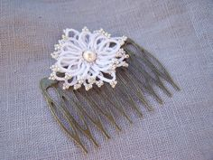 Ankars Inspiration Comb ... tatted motif designed by Lilas Lace, with free pattern download.