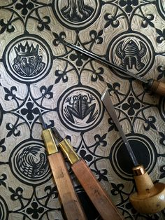 I would like to try woodcutting and woodcut printing. I think I would like it a lot, linocut Stencil, Impression Textile, Stamp Carving, Linoprint, Stamp Printing, Illustrator, Art Graphique, Linocut Prints, Grafik Design