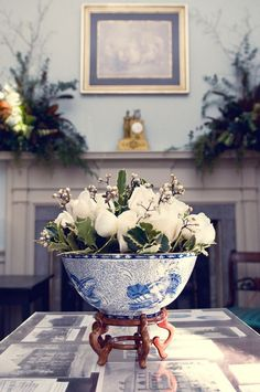 MELUSINE.H-Floral arrangement in Chinoiserie bowl with white roses and baby's breath