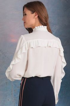 Golden Valley blouse, milk (model – Belarusian knitwear in Mirtrik online store Blouse Styles, Blouse Designs, Hijab Fashion, Fashion Dresses, Hijab Style, Designs For Dresses, Blouse Models, Elegantes Outfit, Mod Dress