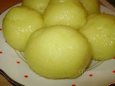 Bavorské zemiakové knedle • recept • bonvivani.sk Slovak Recipes, Czech Recipes, My Favorite Food, Favorite Recipes, Eastern European Recipes, Salty Foods, Carbohydrate Diet, Dumplings, Gnocchi