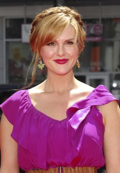 Sara Rue hairstyles: Down vs. braided updo
