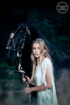 Medieval Horse, Fantasy Costumes, Horse Costumes, Horse Pictures, Horse Photos, Horse Love, Beautiful Horses, Female Character Inspiration, Story Inspiration