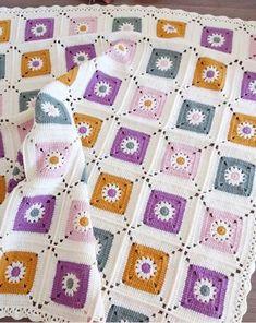 New crochet bebe colchas Ideas Crochet Afghans, Crochet Square Blanket, Crochet Bedspread, Crochet Motifs, Crochet Quilt, Granny Square Crochet Pattern, Afghan Crochet Patterns, Crochet Squares, Baby Knitting Patterns