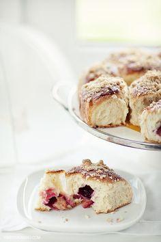 plum rolls with cinnamon crumble