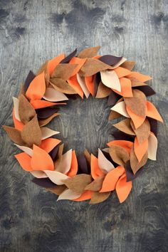 DIY Fall Felt Wreath - An easy step by step tutorial - How to make a beautiful Fall wreath made from felt leaves and an embroidery hoop. You can customize this in the colors of your preference. Felt Flower Wreaths, Felt Wreath, Diy Fall Wreath, Wreath Crafts, Fall Diy, Felt Flowers, Felt Crafts, Easy Fall Wreaths, Wreath Ideas