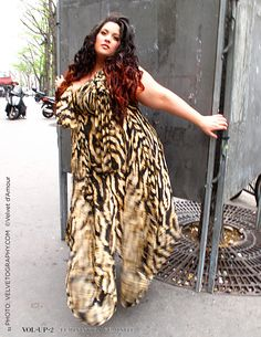 French blogger Neiiko photographed by Velvet d'Amour www.velvetography.com for www.volup2.com   LIKE US Facebook: https://www.facebook.com/Volup2    Page de Velvet: https://www.facebook.com/pages/Velvet-dAmour-Official-Fan-Page/353739560014    Makeup by Yelena http://www.psarevayelena.book.fr     Dress Castaluna: http://www.castaluna.com/