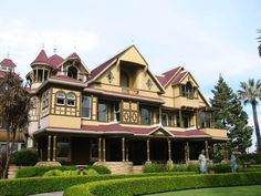 10 Historic Homes in the United States You Need to Visit Places To Travel, Places To See, Winchester Mystery House, Travel Usa, Travel Tips, Adventure Is Out There, Historic Homes, Dream Vacations, Old Houses