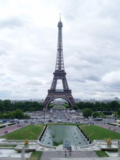 Paris: Eiffel Tower seen from Trocadero