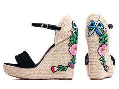c65989a6c ShoeGirls Sapato · Sandálias · Sandália Anabela Feminina Bordado Floral  Torricella