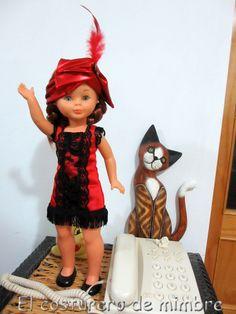 """Vestido y tocado tipo """"Charlestón"""" en un favorecedor color rojo y negro. Un regalo ideal para estas fiestas navideñas o un perfecto disfraz para carnavales."""