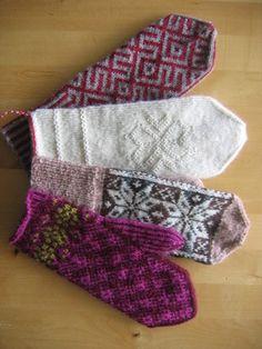Den hvite votten er i Tvebandsstrikk. Mittens Pattern, Fingerless Mittens, Wrist Warmers, Fair Isle Knitting, Mitten Gloves, Twine, Knit Crochet, Diy And Crafts, Knits