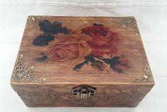 Mira este artículo en mi tienda de Etsy: https://www.etsy.com/es/listing/225296505/box-with-rosesjewelry-boxdecopage-box