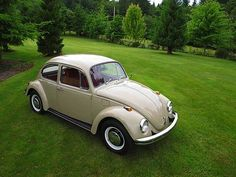 my first car looked exactly like this. Vw Beetle For Sale, Vw Super Beetle, Beetle Car, My Dream Car, Dream Cars, Vw Vintage, Vintage Signs, Bug Car, Unique Cars