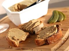 Chicken Liver Mousse - Recipe with images - Meilleur du Chef Baked Chicken Recipes, Sausage Recipes, Bratwurst, Chicken Liver Mousse, Healthy Cooking, Cooking Recipes, Chopped Liver, Pate Recipes, Party Finger Foods