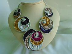 vaina de Nespresso, collares, collar, collar babero, aluminio, espirales, violeta, rosa y amarillo