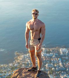 Fitness is essential for healthy life. Hunks Men, Hot Hunks, Mode Shorts, Hot Cops, Blonde Guys, Muscular Men, Athletic Men, Shirtless Men, Mens Fitness
