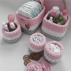 Embroidery for Beginners & Embroidery Stitches & Embroidery Patterns & Embroidery Funny & Machine Embroidery Crochet Basket Pattern, Crochet Motif, Crochet Designs, Crochet Yarn, Crochet Patterns, Crotchet Bags, Hand Embroidery Flowers, Embroidered Pillowcases, Crochet Afgans