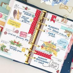 Love the colors of this pretty personal planner. Organized and adorable.