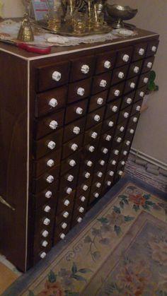 Schrank mit 72 Schiebladen