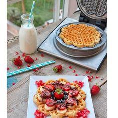 """""""Waffle Tarifi Malzemeler 3 yumurta 1.5 çay bardağı şeker 1.5 su bardağı süt 1.5 su bardağı un 1 çay bardağı sıvıyağ 1 tatlı kaşığı kabartma tozu 1 tatli kasigi vanilya"""