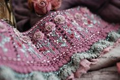 Tatting Jewelry, Beaded Embroidery, Hiking Boots, Needlework, Applique, Summer Outfits, Stitch, Boho, Beads