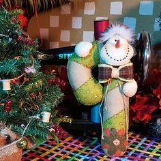Snowman Bastón Navideño Christmas Snowman, Christmas Ornaments, Corner, Holiday Decor, Crafts, Home Decor, Molde, Canvas, Snow