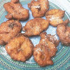 Esta receta de Tortitas de Calabaza es una receta tradicional de Puerto Rico. Pequeños bocaditos fritos de calabaza dulce.