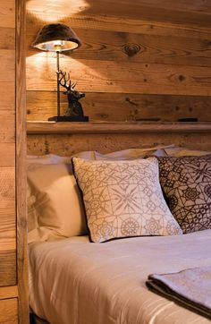 Home rustic design log cabins 59 ideas Chalet Interior, Interior Design Living Room, Kitchen Interior, Cabin Homes, Log Homes, Chalet Design, House Design, Mountain Bedroom, Cottage Interiors