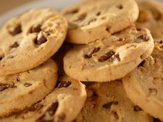 Duncan Hines Quick Peanut Butter Chocolate Chip Cookies - 1 pkg Duncan Hines® Moist Deluxe® Golden Yellow Cake Mix 1/2 cup creamy peanut butter 1/2 cup butter or margarine 2 large eggs 1 cup milk chocolate chips