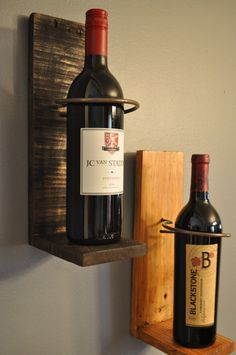 Wall Sconce Style Wine Display Holder por Bustedpallet en Etsy
