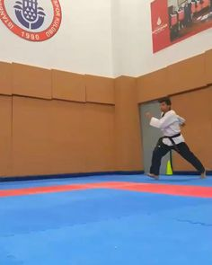 Fight Techniques, Martial Arts Techniques, Self Defense Techniques, Gym Workout Videos, Gym Workout For Beginners, Kickboxing Workout, Workouts, Self Defense Moves, Self Defense Martial Arts