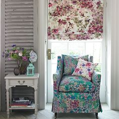 @ Country Homes and Interiors: Roman blind - DIY here: http://www.housetohome.co.uk/articles/how-to-make-a-roman-blind-craft-idea_1_531230.html