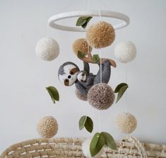 Sloth Baby Mobile Sloth Modern mobile Boy crib mobile girl nursery mobile animals mobile Sloth Nurse - We publish good gifts idea Koala Nursery, Girl Nursery, Nursery Decor, Nursery Themes, Baby Crib Mobile, Baby Cribs, Baby Mobiles Diy, Baby Growth, Natural Baby