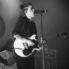 Tegan Butch Girls, Tegan And Sara, Perfect Music, Female Guitarist, Love Your Hair, Butches, Ruby Rose, First They Came, Short Hairstyles